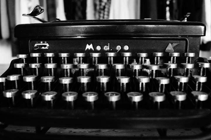 typewriter-1627197_1920